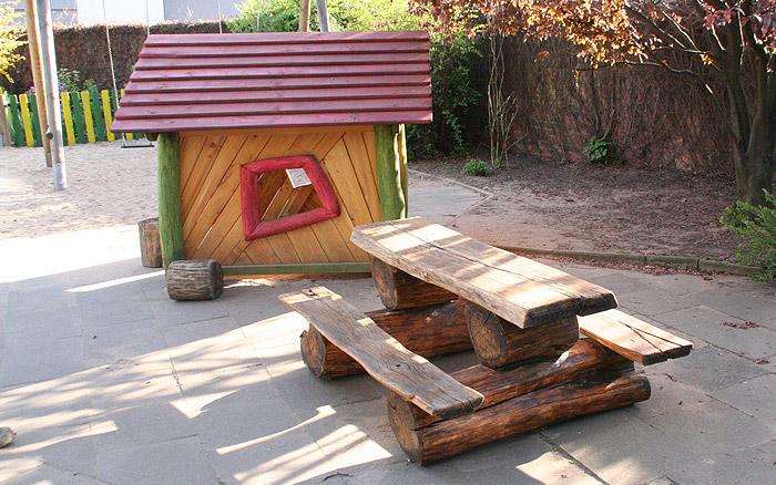 Holzarbeiten - Tisch und Hütte